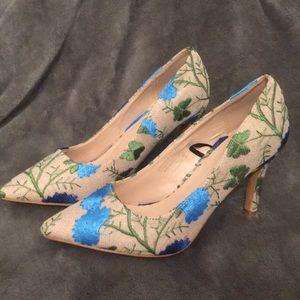 Stunning embroidered heels!!!